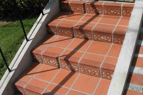 gạch lát cầu thang 2