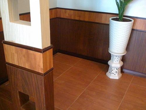 gạch ốp chân tường giả gỗ 3