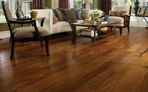Mẫu gạch vân gỗ men bóng mang lại cho phòng khách của bạn sự tinh tế